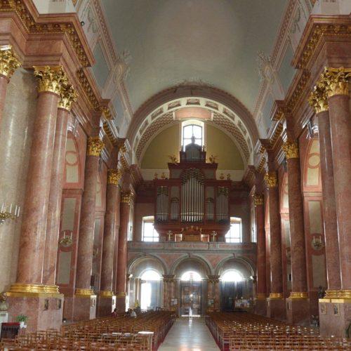 Bejárat az orgonával