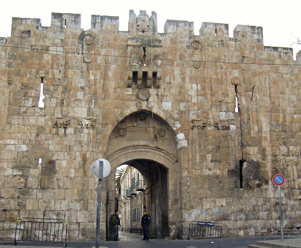 Oroszlános kapu (Szent István kapu)